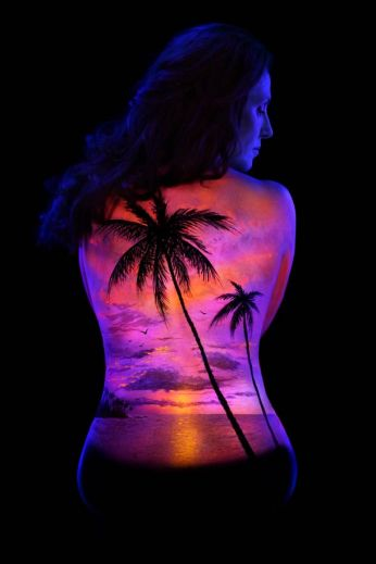 John-Poppleton-body-painting-black-light-6